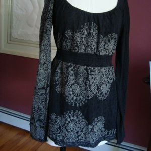 Adorable babydoll style top by DESIGAUL w/lace S/M
